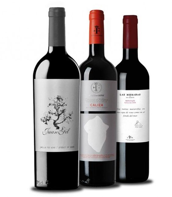 SELECCIÓN DE VINOS PARA SORPRENDER. Procedentes de tres denominaciones de origen que ya han alcanzado justa fama y han sido alabadas por los más importantes críticos especializados, combinamos 3 tintos que revolucionan el panorama vinícola español: Caliza Crianza 2011, de la mano experta del Marqués de Griñón; Juan Gil 12 Meses 2013, el máximo exponente de los excelentes vinos de Jumilla y, finalmente, un vino exclusivo de Bodega Personal: Montazo Selección 2008 de la D.O Vinos de Madrid.