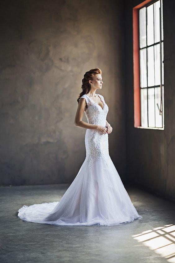 Vestido de noiva com renda e tule corte sereia ( Vestido: Nova Noiva | Beleza: Agência First | Foto: Larissa Felsen )