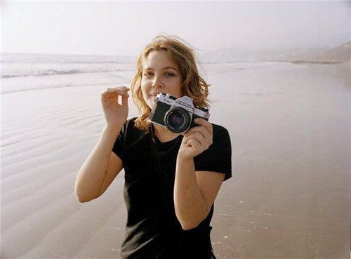 Drew Barrymore with Pentax K1000 (via celebritycameraclub.tumblr)