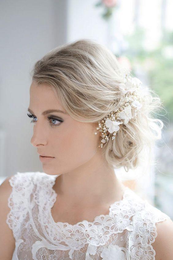 Penteado de noiva - coque baixo bagunçado ( Acessório: Graciella Starling | Foto: Murillo Medina ):