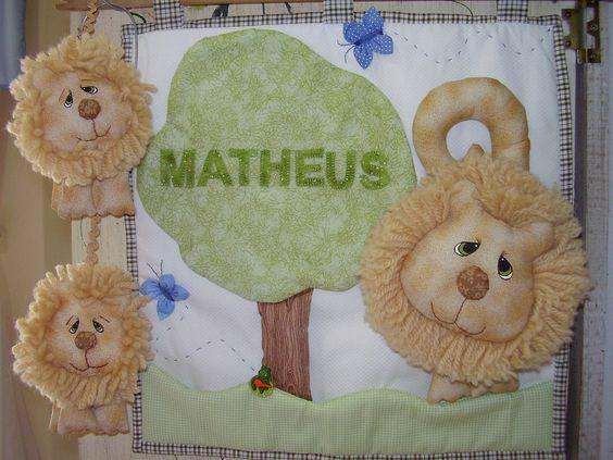 Com dois leões para enfeitar a bolsa do lindo Mateus!!!!!!!