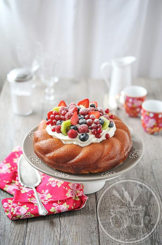 baba ou savarin aux fruits de saison summer bundt cakes and cakes. Black Bedroom Furniture Sets. Home Design Ideas