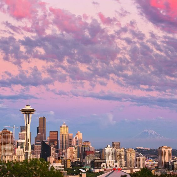 Finally, a decent #Seattle #sunset that I could photograph! I've been on many photo outings and to Kerry Park several times over the past couple of weeks with no luck, but today was the day! Hence my lack of posts lately. We sure do have a pretty city! #kerrypark