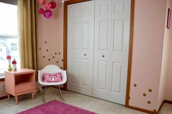 Love the unexpected location of the polka dots in this pink nursery! #nursery #polkadots