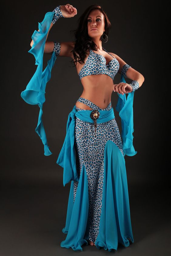 costume danse orientale azadeh on sort ces griffes et on fait sensation dans un costume chic. Black Bedroom Furniture Sets. Home Design Ideas