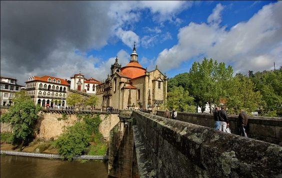 Carina Barros  Amarante, Douro Litoral, Portugal     http://portugalmelhordestino.pt/fotos_concurso/f57ed7d163c8df38e018802a0fe4ed90.jpg