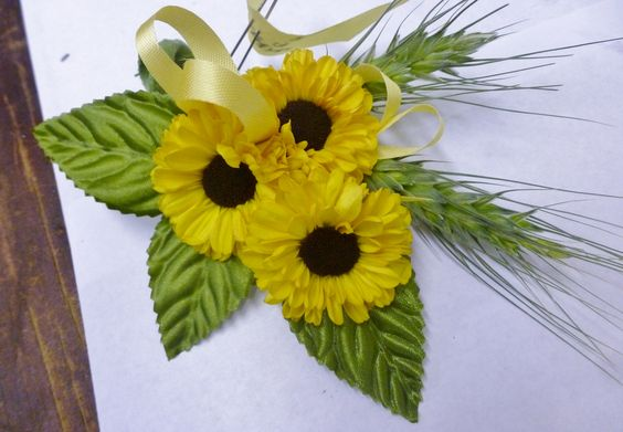 This corsage is crispy, clean, and cool! Wheat and yellow mums look sweet and summery!