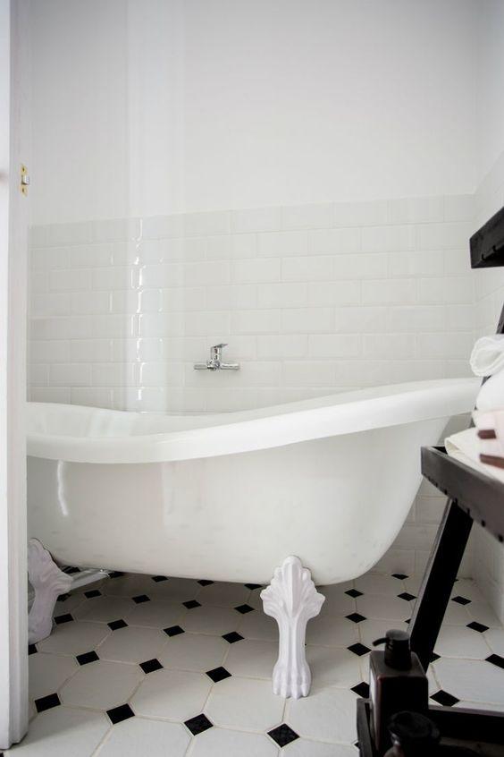 El estilo pin up del Black & White regresa con fuerza, sobre todo en los cuartos de baño, así que si te gustaba esta moda, ha vuelto como tendencia este 2016.