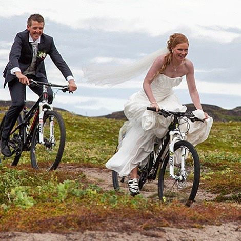 Bom dia!! Marque seu amigo que vai de bike ao casamento!! Good morning! Tag your friend who goes to the wedding by bike!! Repost @mortenlbe