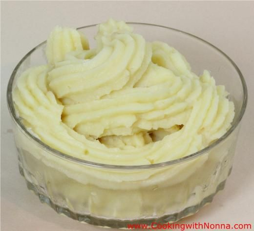 recipe image4 1/4  (1 Liter) Cups Milk 1 1/2 (300 gr) Cups Sugar 3/4 (100 gr) Cup Flour 3/4 (100 gr) Cup Corn Starch 4 Egg yolks 1 Tsp Vanilla extract Peel of 1 lemon - See more at: http://www.cookingwithnonna.com/italian-cuisine/easy-custard-cream.html#sthash.MtqmsS0y.dpuf