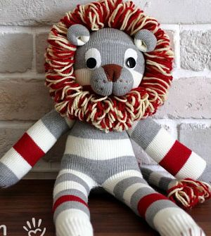 Veja aqui passo a passo como fazer um leão feito de meia