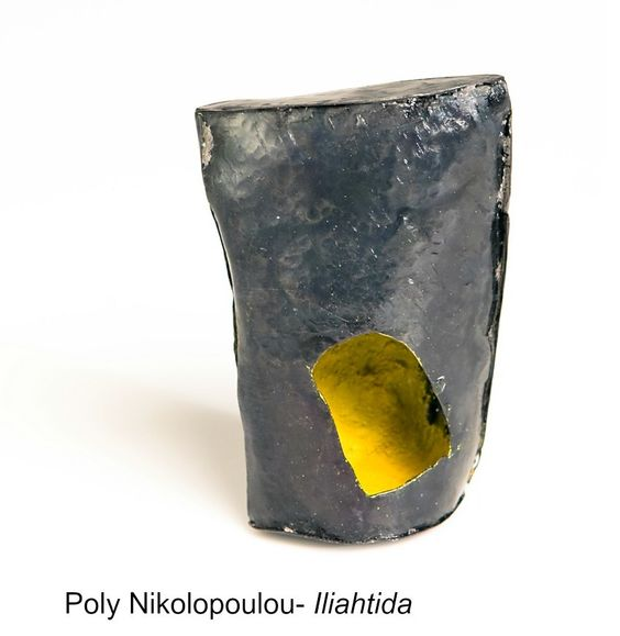 "Unclasped  - Poly Nikolopoulou - ""Iliahtida /Ηλιαχτίδα"" brooch / silver / pigment:"