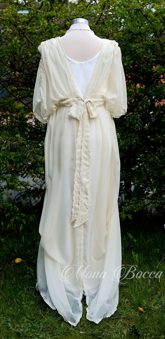 Vestido de Novia de estilo eduardiano crema con por MonaBocca
