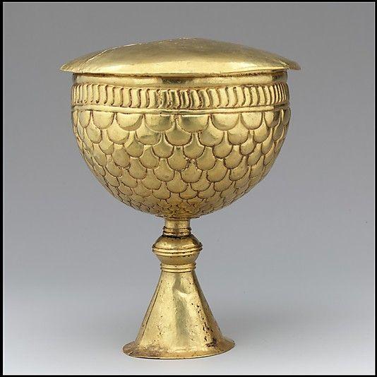Золотой кубок и крышка Дата (?): Ca.  700 Культура: Византийская или аварский Medium: Gold