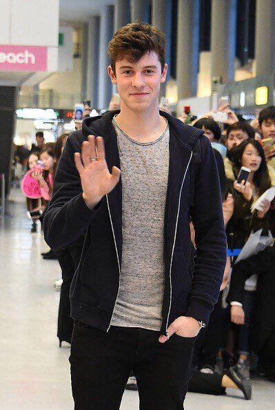 Шон Мендес в аэропорту Токио