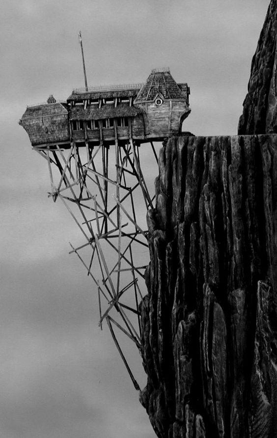Abandoned and terrifying, a punto de caer, que miedo.