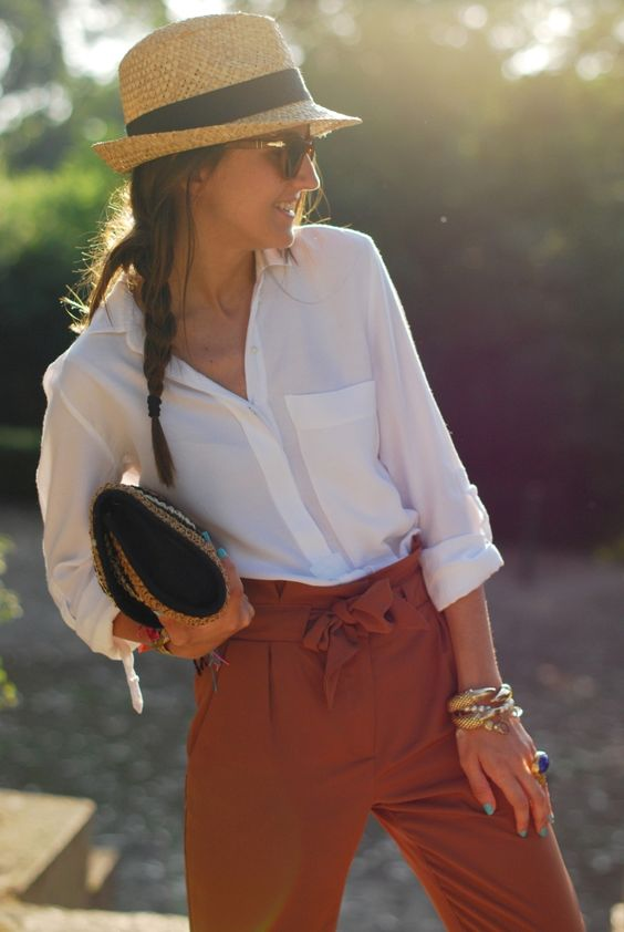 so clean and classy. I can't wait until it cools off so I can wear my navy pants that look like this!