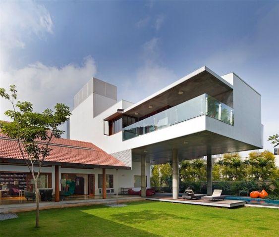 The Library House by Khosla Associates Balcon de lado hacia la vista