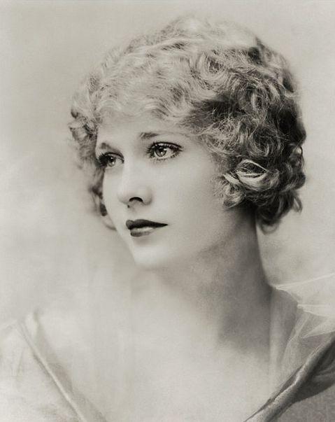 Starlette de film muet Captivante et magnifique Esther Ralston dans les années 1920.