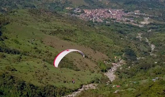 Paragliding over giant waterfalls - Image 19
