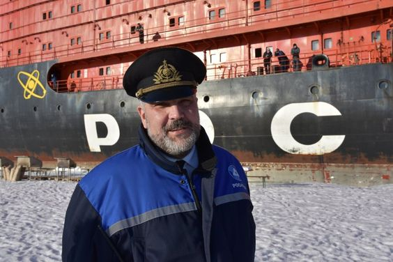 Stolzer Kapitän: Dmitrij Lobusow nach der Ankunft des Eisbrechers am Nordpol...