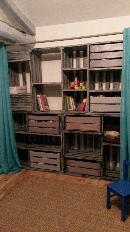 tag re en palette et rangements avec caisse a pomme dressing effet patine rejoignez moi sur. Black Bedroom Furniture Sets. Home Design Ideas