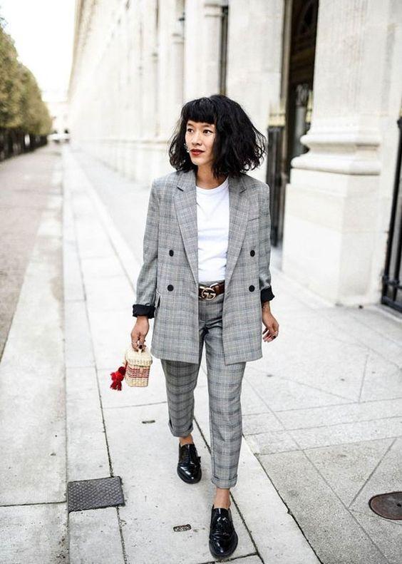 Os conjuntinhos são perfeitos para o look do trabalho. Combinar o blazer com a calça é uma ótima opção e fica ótimo com camisa ou até uma camiseta básica - e o oxford indispensável.  it-girl - conjunto-blazer-calça-xadrez - conjunto-xadrez - inverno - office-look