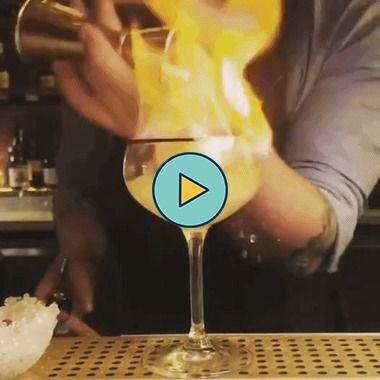 fazendo uma cachaça com fogo
