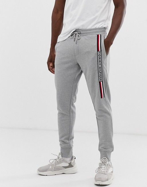 Joggrs Con Vuelta Y Logo Lateral En Gris De Tommy Hilfiger Asos Mens Clothing Styles Mens Sweatpants Mens Joggers
