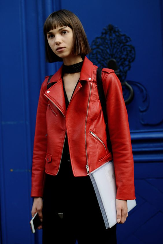 Analiza todos los estilismos de las invitadas y modelos protagonistas de los desfiles parisinos de la mano de Chic Too Chic. ¡Viva el street style!
