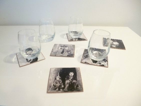 Lot de 6 dessous de verre design en isorel - Thème vieille photo Charlie Chaplin : Cuisine et service de table par k-ro-design