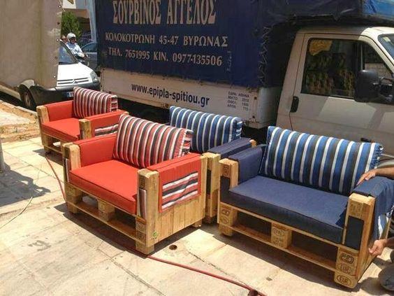 Hermosa sala hecha de tarimas sillones salas de palet for Sillones de madera para sala modernos