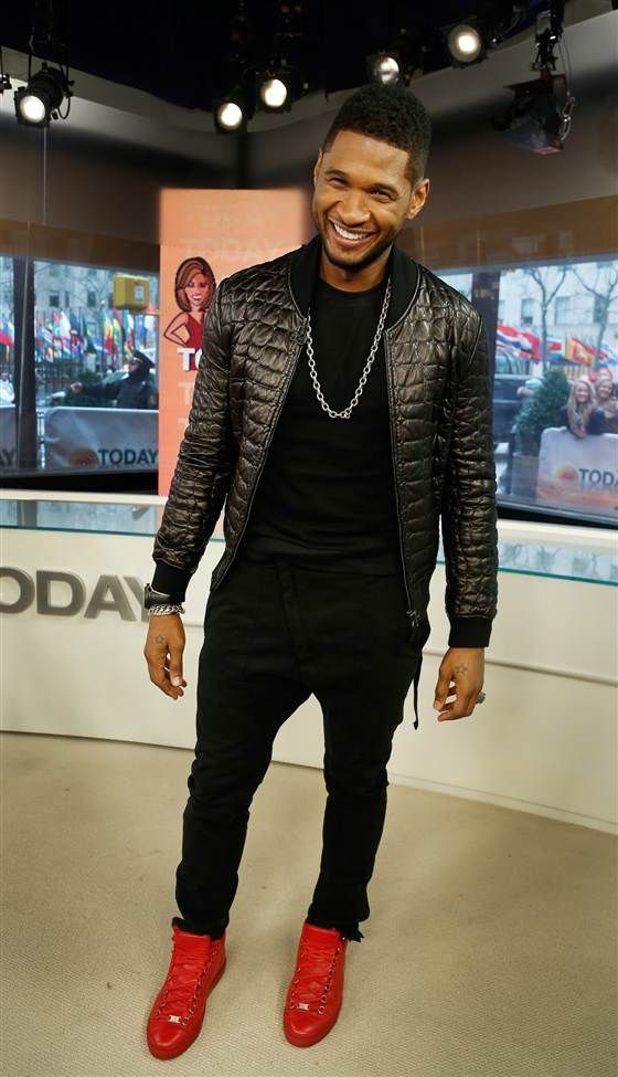 Usher had his signature red shoes at the Today Show this morning! #TeamUsher