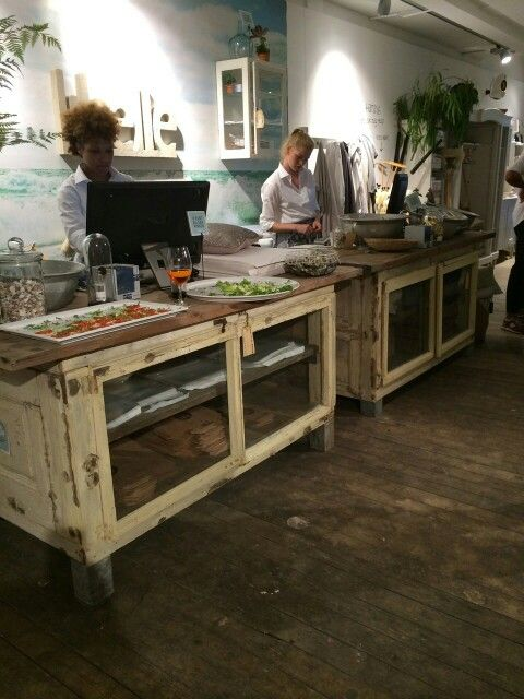 Stoere oude brocante toonbank   keukeneiland  dressoir van WWW OLD BASICS NL bij Libelle Beach