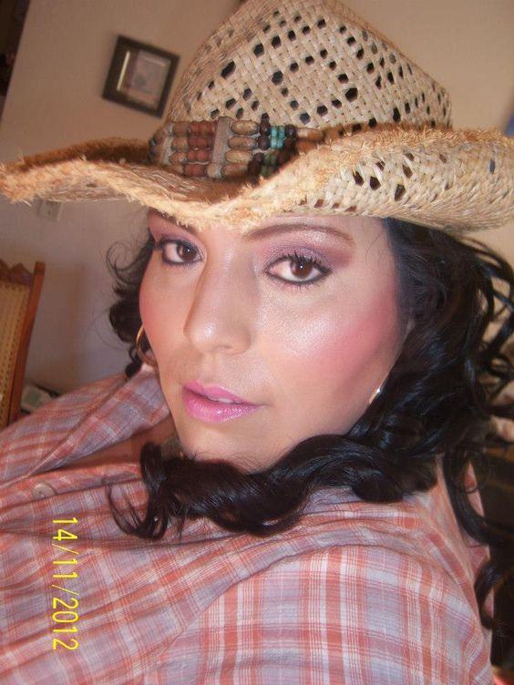 """Maquillaje y peinado para Verónica en su programa de  Televisión... una gran conductora de radio y T.V. Verónica García Sotelo """"La Cachonda"""".  Muy guapa y super linda persona =)"""