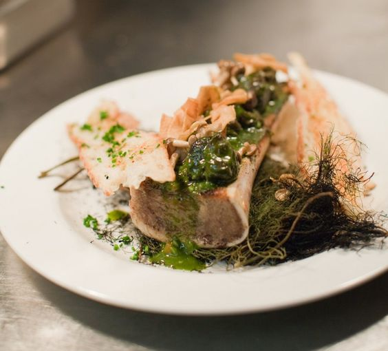 how to eat bone marrow at a restaurant