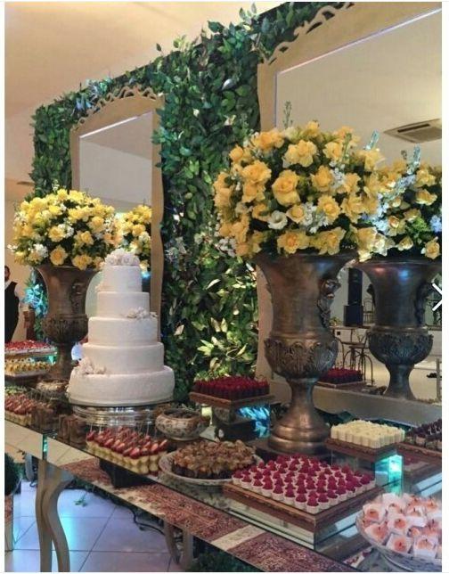 Um dos maiores prazeres do Atteliê é poder ajudar a realizar o sonho dos noivos no dia do seu casamento. Aí está mais um resultado final de escolhas feitas com tanto carinho e amor.  #docesfinos #atteliededoces #carolinadarosci #sobremesa #docinhos #casamento #eventos #artesanal #feitoamao #docesgourmet #florianopolis #sweettooth