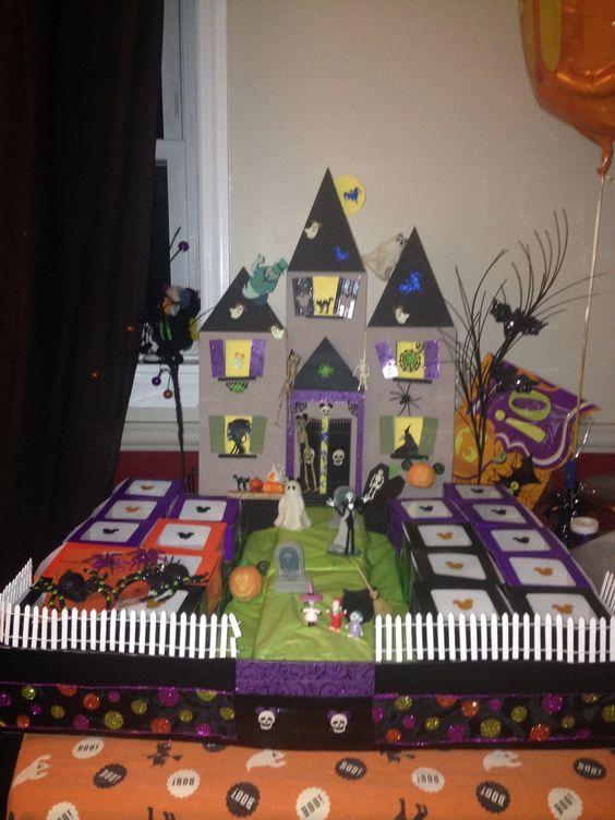 Haunted house cupcake holder