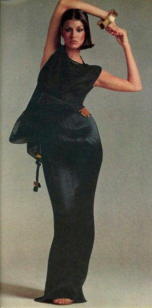 Janice Dickinson US Vogue February 1976 Photo by Richard Avedon