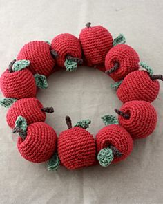 Apple Wreath: free crochet pattern: