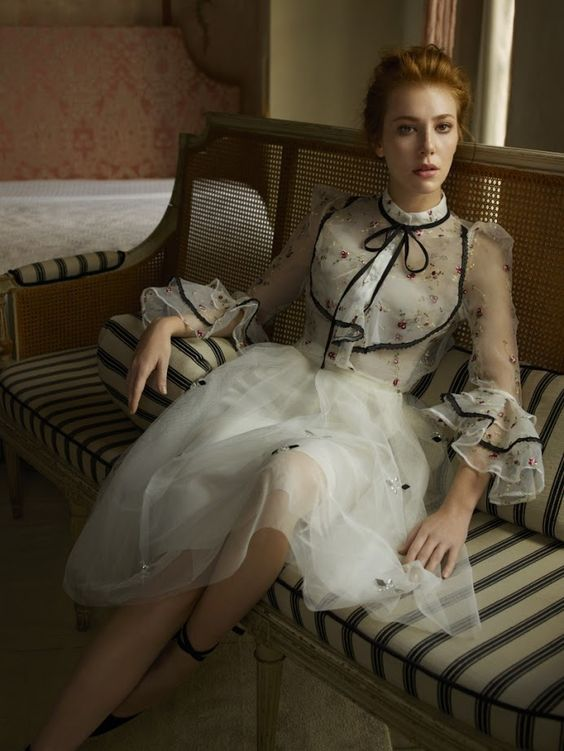 Vogue Türkiye / Boyner'in Popüler Yüzü: Elçin Sangu  Moda konusundaki iddiasını sürdüren ve son iki yılda birçok yeni markayı müşterileriyle buluşturan Boyner'in Sonbahar/Kış 2016 sezonunun popüler yüzü Elçin Sangu. >>>> http://vogue.com.tr/haber/boynerin-populer-yuzu-elcin-sangu?utm_content=buffera70c5&utm_medium=social&utm_source=plus.google.com&utm_campaign=buffer