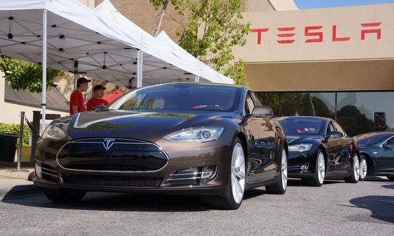 Tesla titanium shield video testing shows Tesla Model S hitting concrete block, alternator, ball hitch - Autoweek
