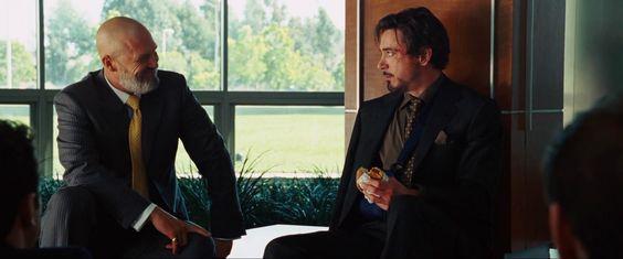 Iron man (2008)  Una temporada cautivo en las cuevas de Afganistán puede producir un severo antojo de Whoppers de Burger King.