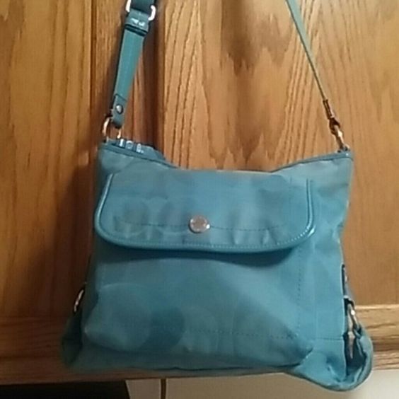Authentic baby blue coach bag Preowned used sling coach bag has ihe little loose thread on the strap that came loose but bag still has use left in it but selling as is also has front snap pocket and back and 3 inside pockets great for the holidays Coach Bags Crossbody Bags