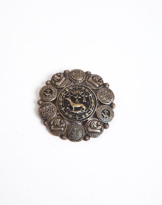 Badge sculpté