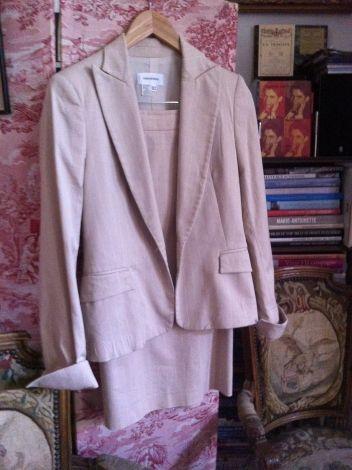 Je viens de mettre en vente cet article  : Tailleur jupe Zara Woman 70,00 €…