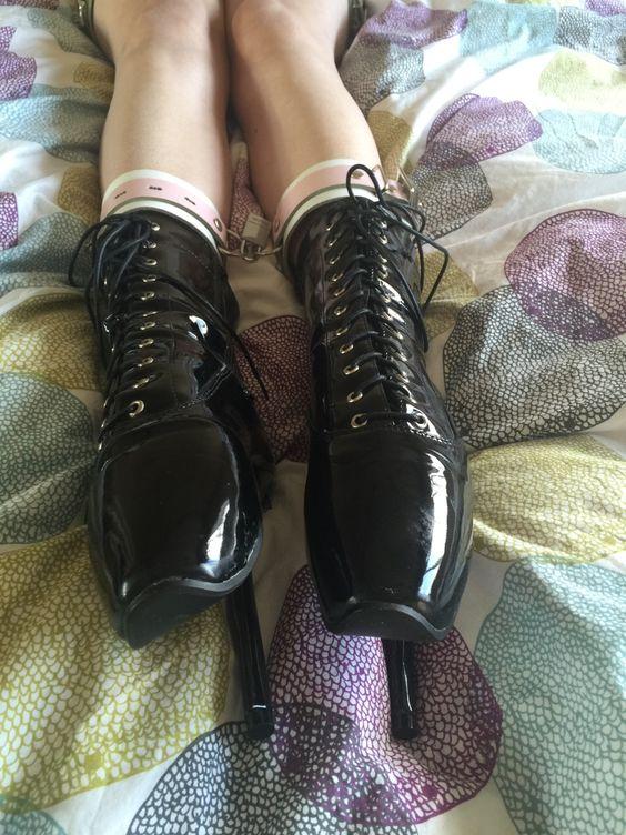 "secretfetishgirlfriend: "" New photo from today of @secretfetishgirlfriend in her beautiful ballet boots. """