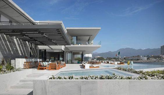 Majestueuse villa contemporaine et sa toiture végétalisée au bord de l'océan, une-luxury-residence-par-Ezequiel-Farca #construiretendance