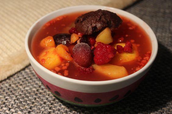 Johannas Nachtisch: Kaltschale mit gemischtem Obst und Muffin - Schmackofatz
