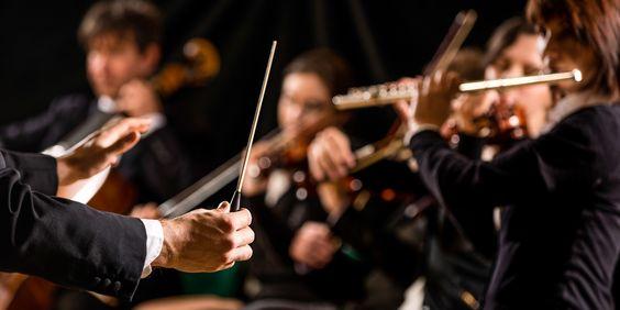 #Dirigent und #Orchesterkonzert © shutterstock